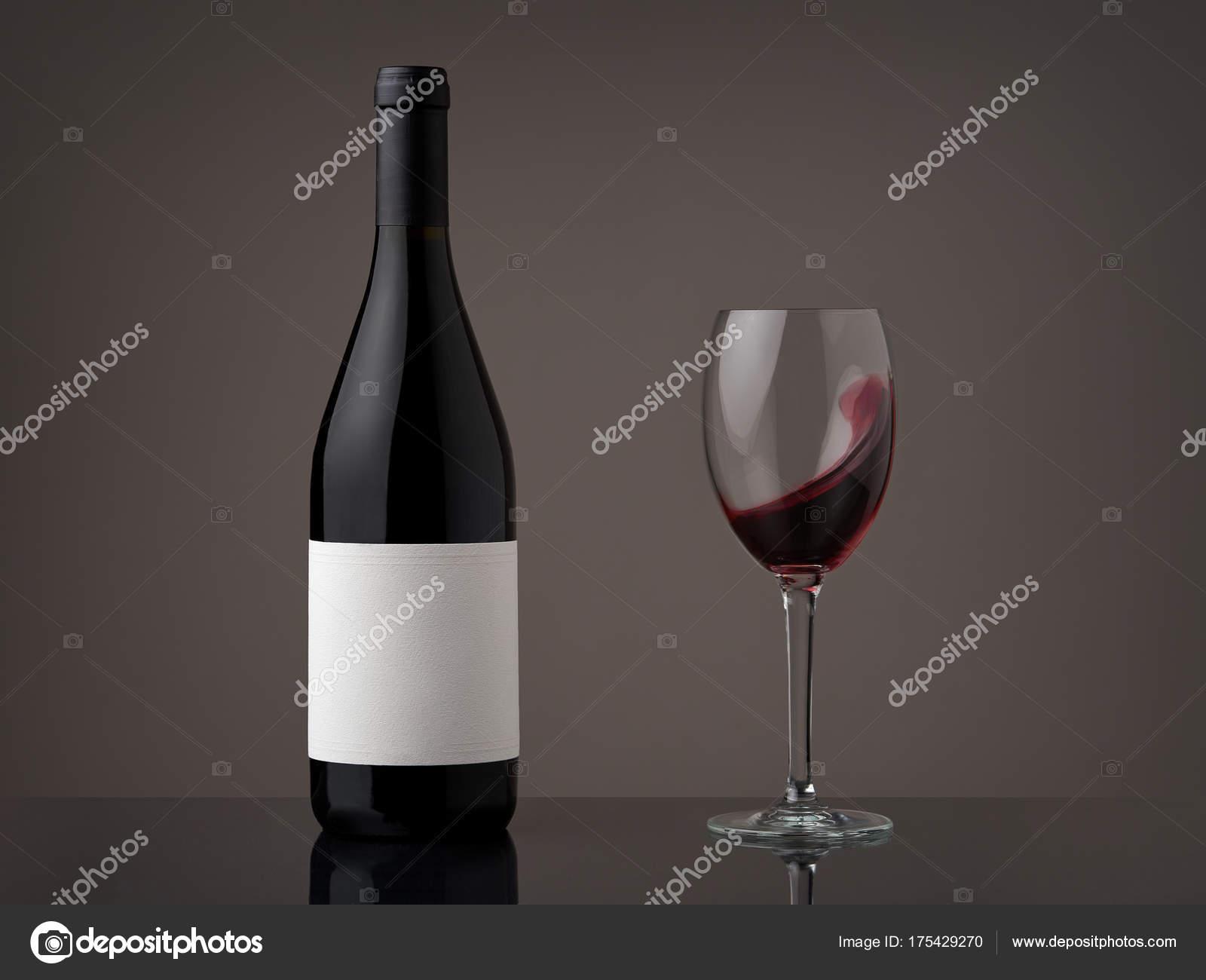 Butelka Wina Lampka Czerwone Wino Fala Szklance Zdjęcie Stockowe