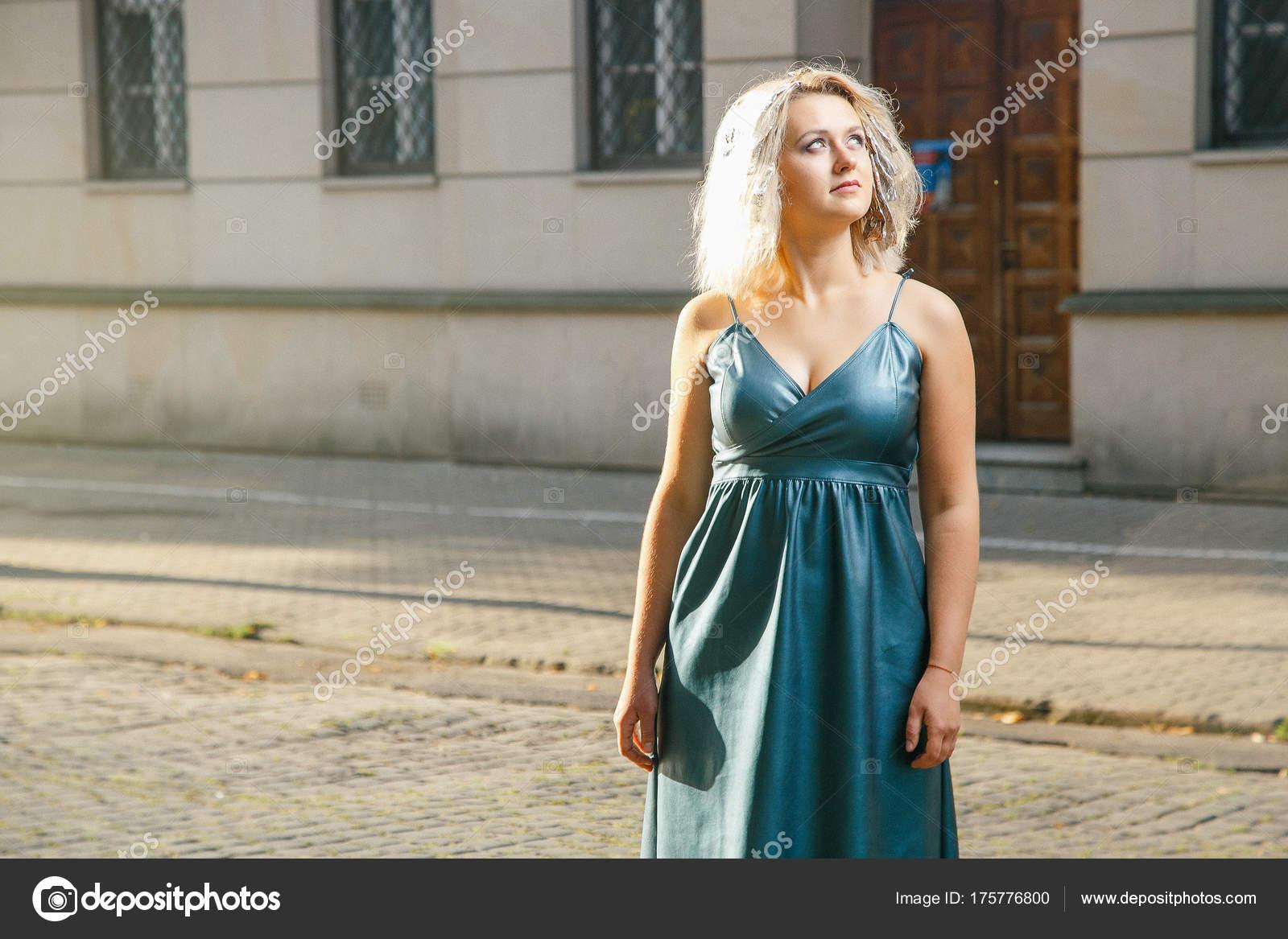 Фото женщин с улиц города #3