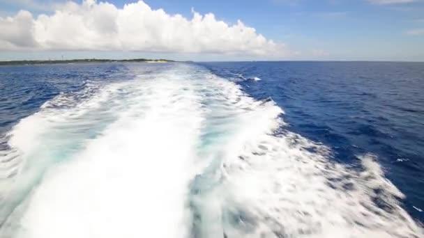Beautiful sea and wave