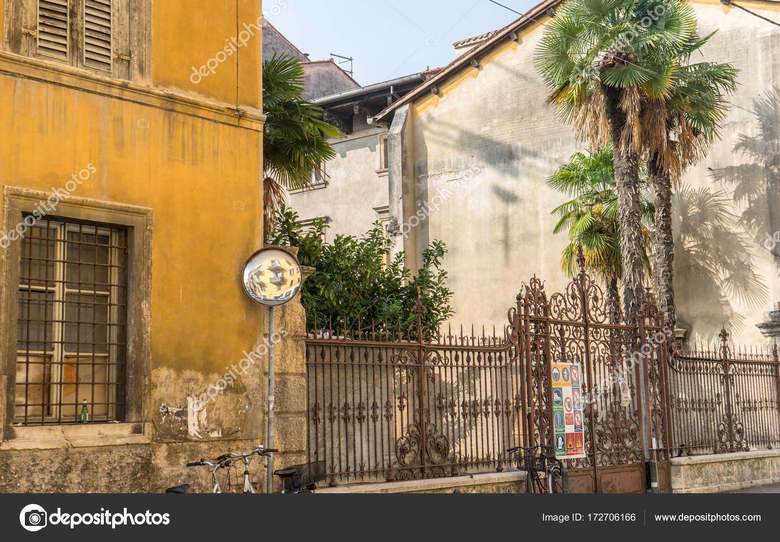 Fachadas Mediterraneas Antiguas Casas Verona Con Metal Valla - Fachadas-antiguas-de-casas