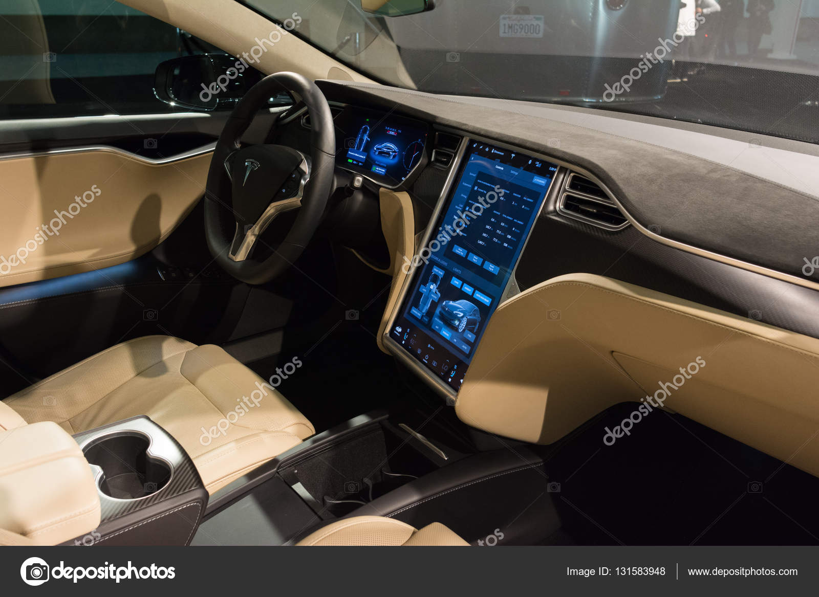los angeles etats unis 16 novembre 2016 intrieur de tesla model s sur lcran pendant le salon de lauto de los angeles image de bettorodrigues