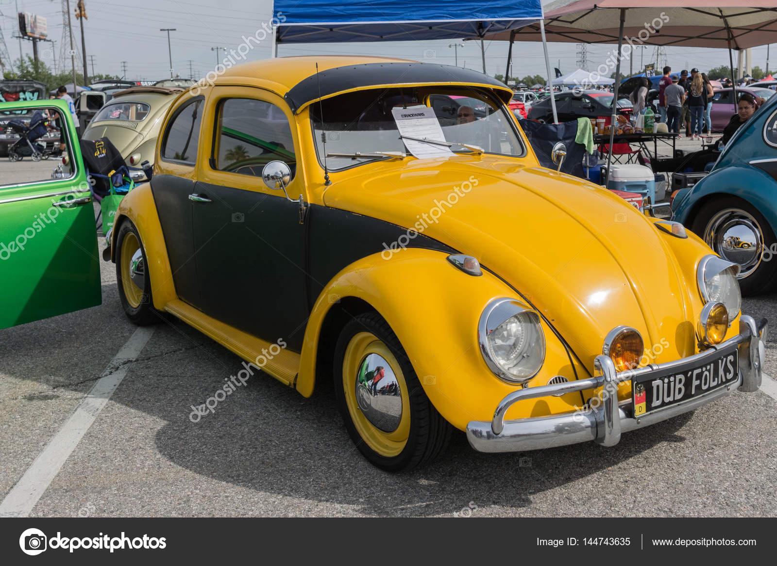volkswagen escarabajo autos en exhibici n foto editorial de stock bettorodrigues 144743635. Black Bedroom Furniture Sets. Home Design Ideas