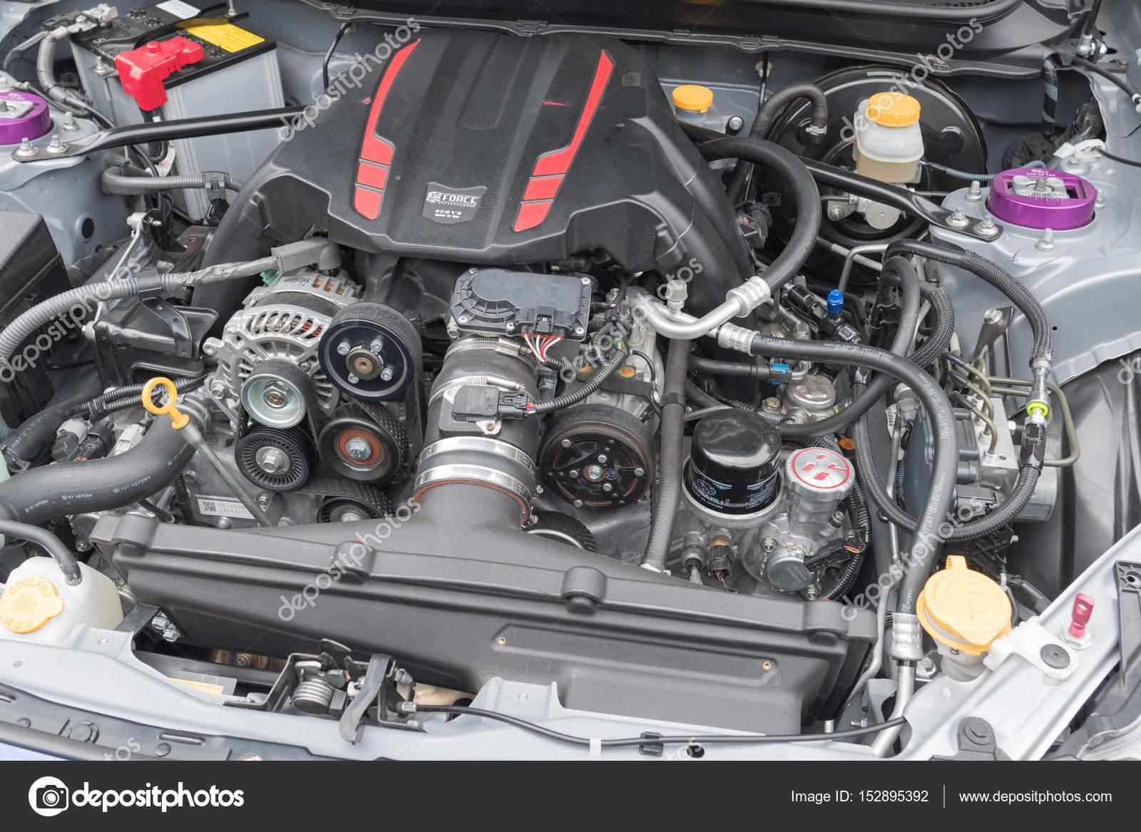 Motor De Jeep Grand Cherokee Em Exposição U2014 Fotografia De Stock