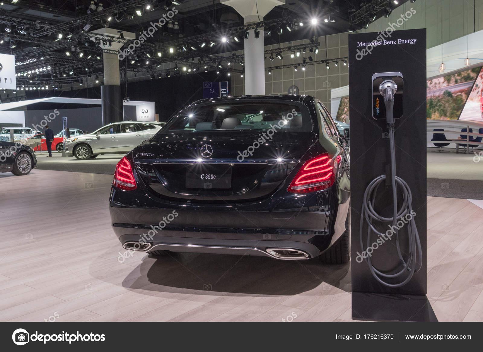 Los Angeles, EUA   30 De Novembro De 2017: Mercedes Benz C350e Plug In  Hybrid Drive Em Exposição Durante La Auto Show No Centro De Convenções De Los  Angeles ...