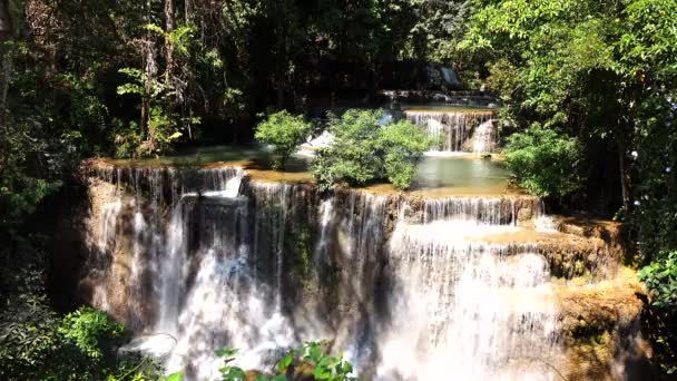 Huay Mae Khamin vodopád v Thajsku
