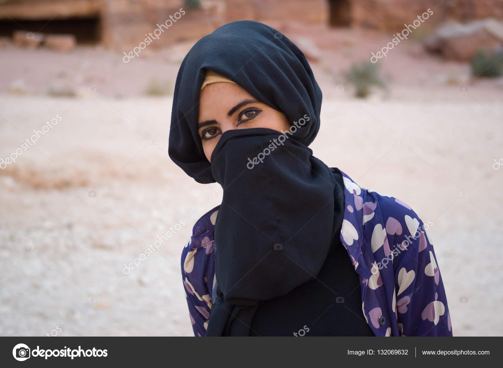 finest selection 98faf c6878 Petra, Jordan - October 26, 2016  Close up of a Bedouin girl with hidden  face behind veil posing at camera — Photo by surkovdimitri