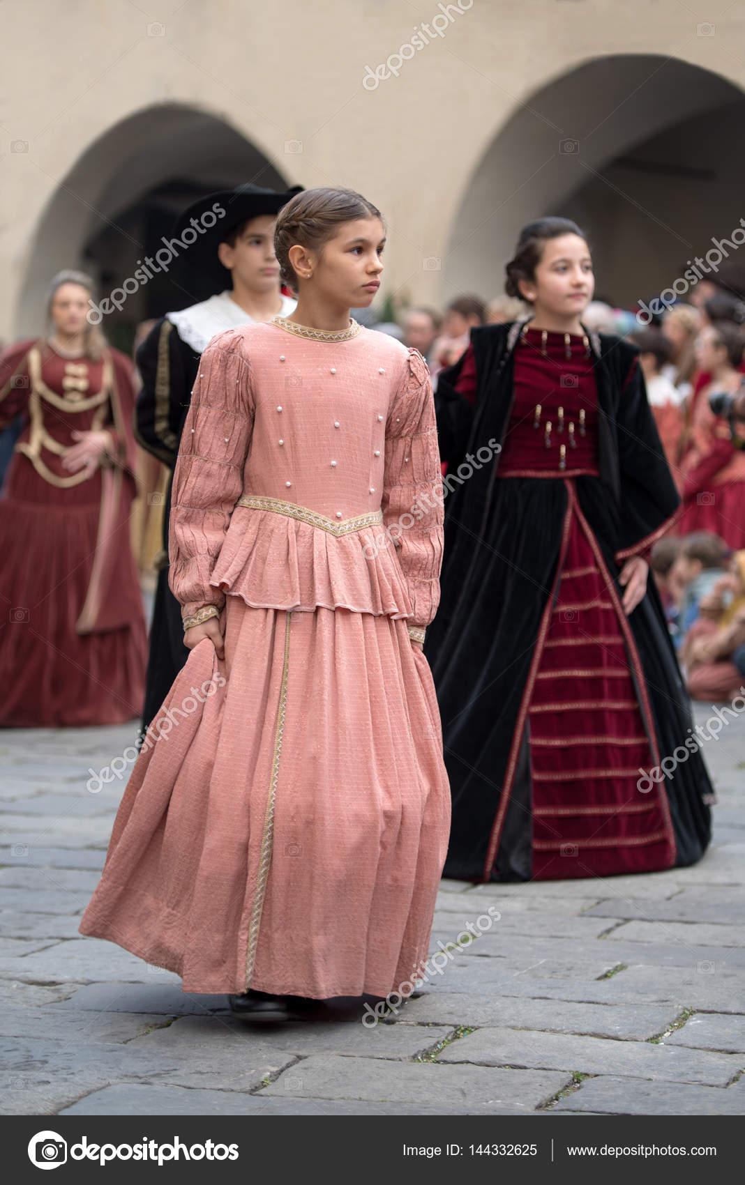 fiesta de disfraces medievales — Foto editorial de stock ...
