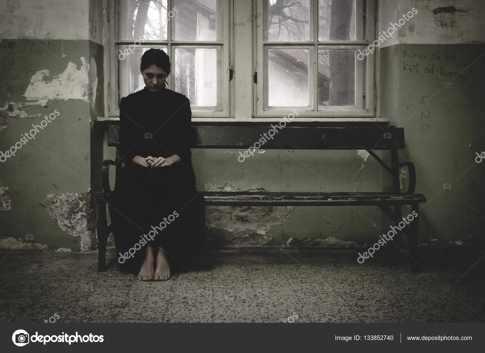 Aparicion de mujer vestida de negro