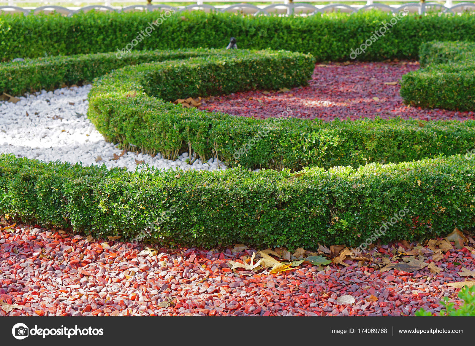 Park Als Tuin : Gecultiveerde park tuin u2014 stockfoto © bradatata #174069768