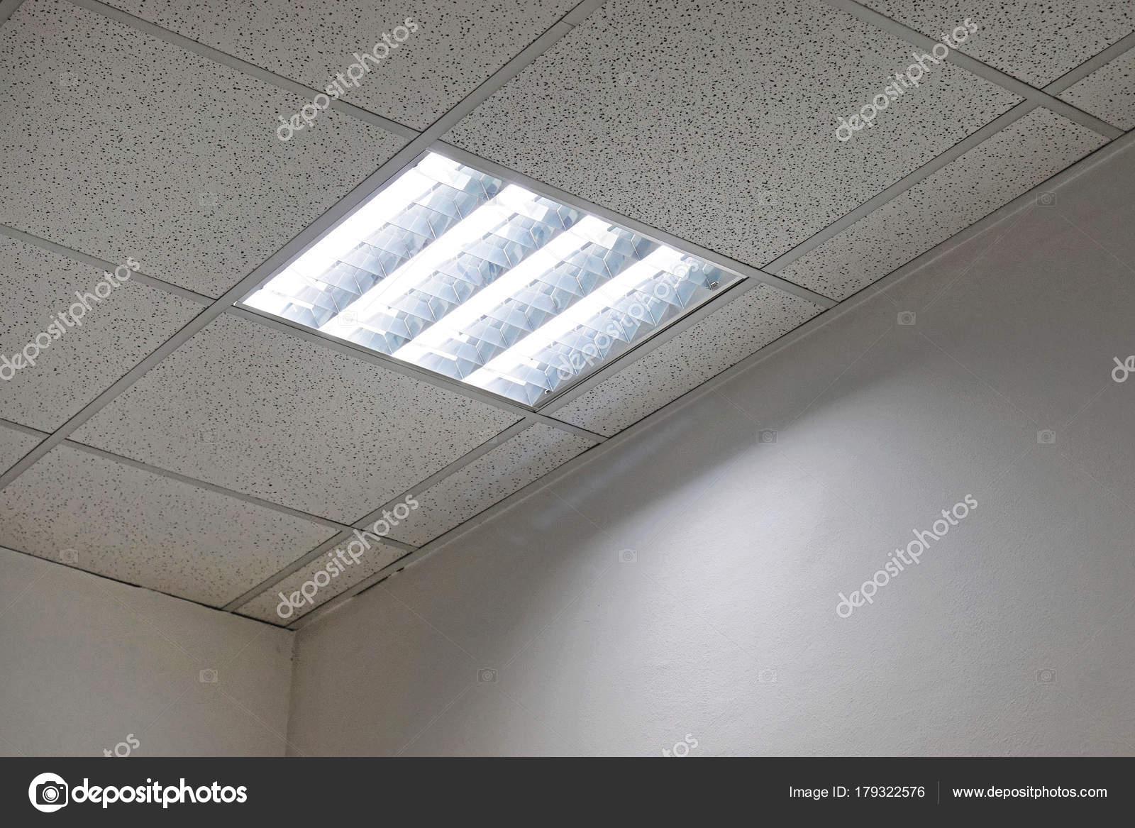 Plafoniere Neon Per Ufficio : Plafoniere ufficio u foto stock bradatata