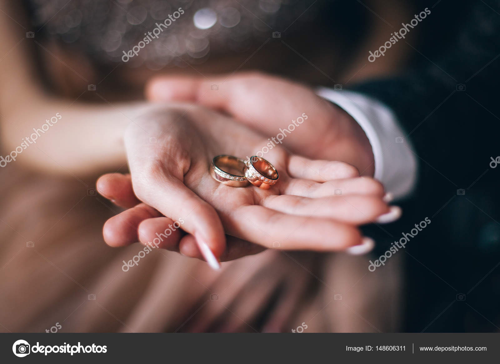 Gold wedding rings are on the bride\'s hand — Stock Photo © style ...