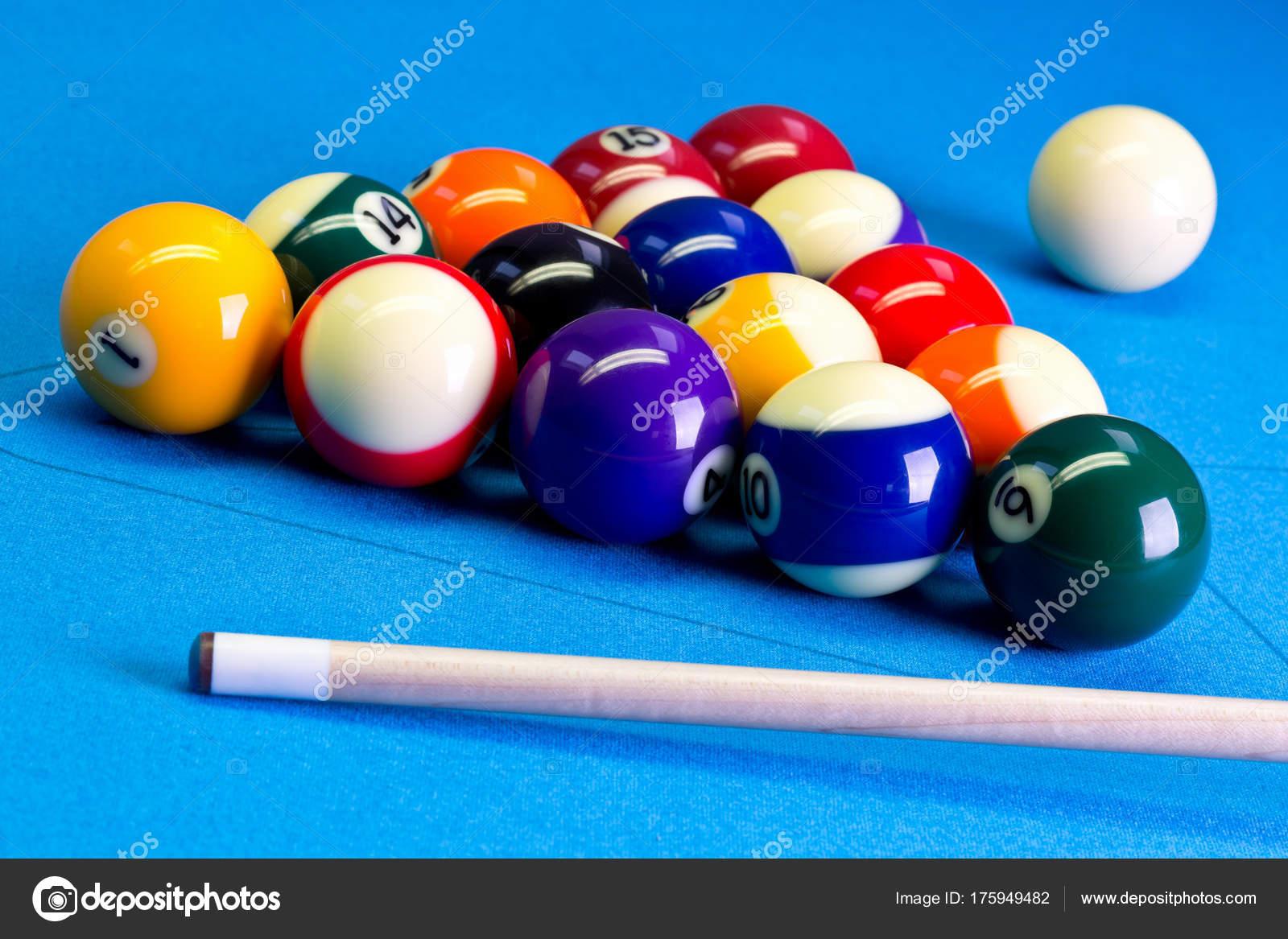 Pool Table Setup >> Billiard Pool Game Eight Ball Setup With Cue On Billiard Table