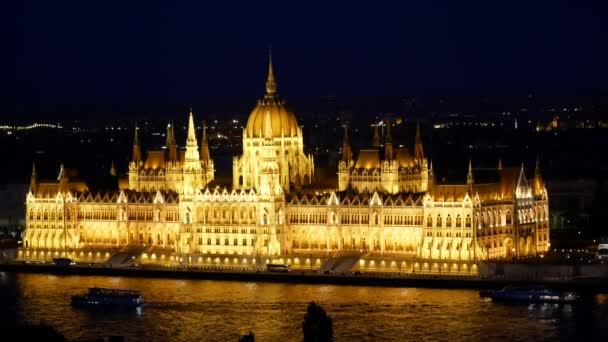 Csodálatos éjszakai nézet Duna - Parlament, Budapest, Magyarország