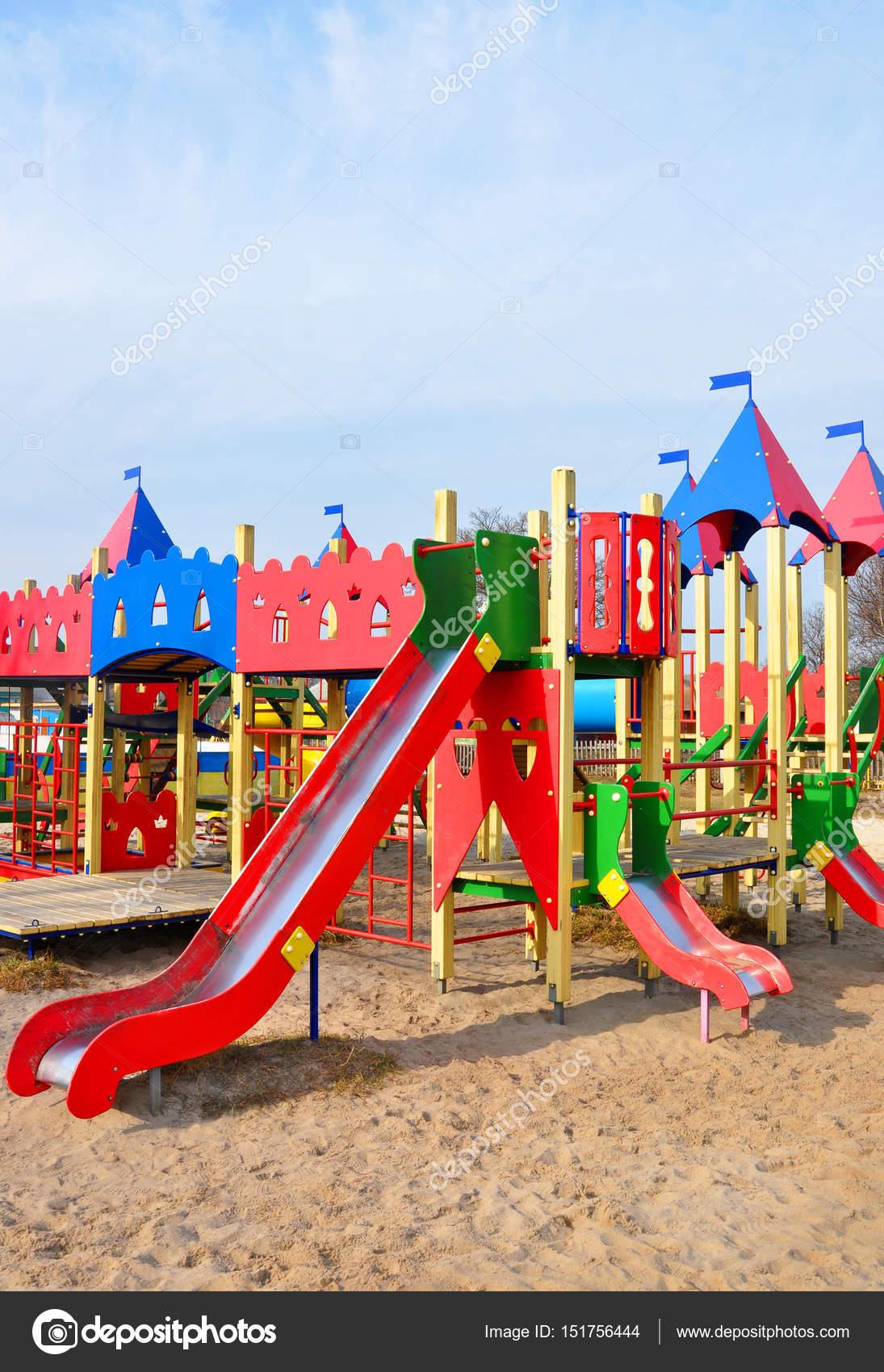 大きなカラフルな子供遊び場機器 — ストック写真 © drutska #151756444