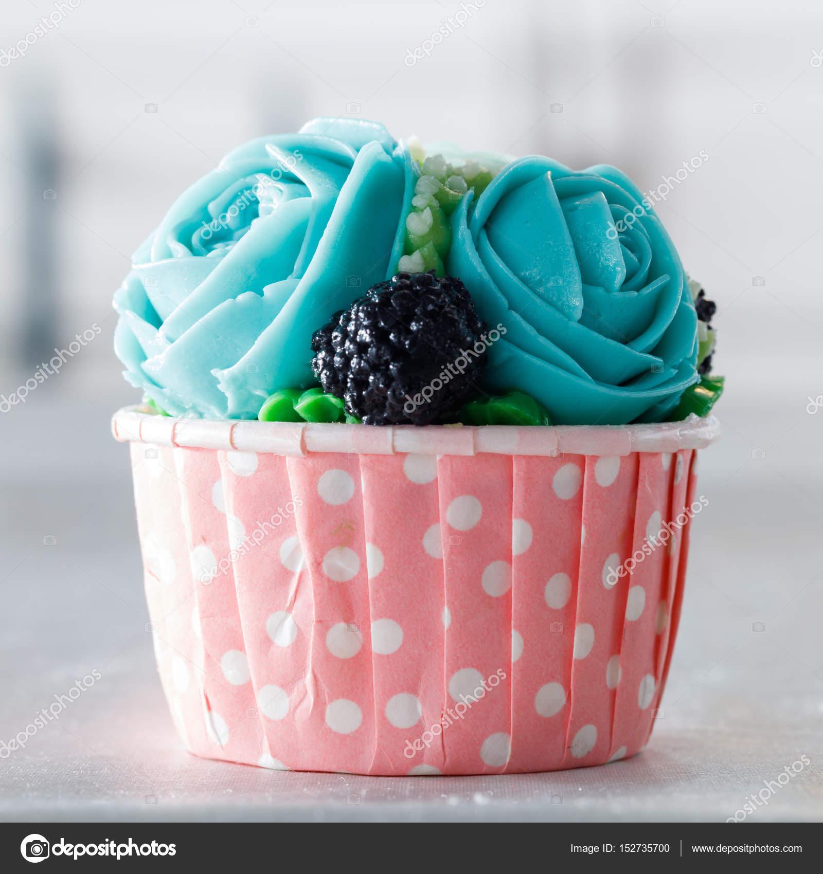 Schone Kuchen Verziert Mit Blume Aus Bunten Susse Buttercreme