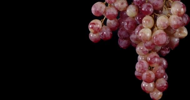 Egy rakás érett vörös szőlő..