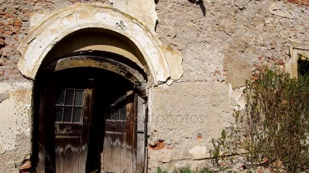 dveře na staré budově