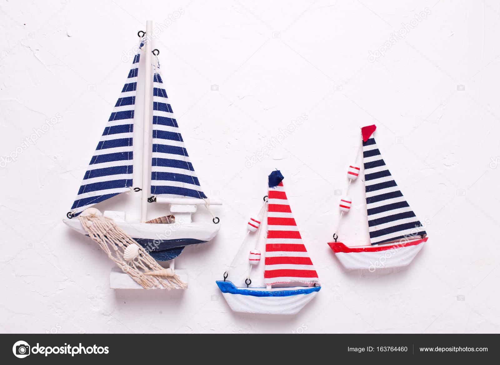 Stock Tres De — Juguetes Decorativo Fotos Madera Barcos 3AjL5R4