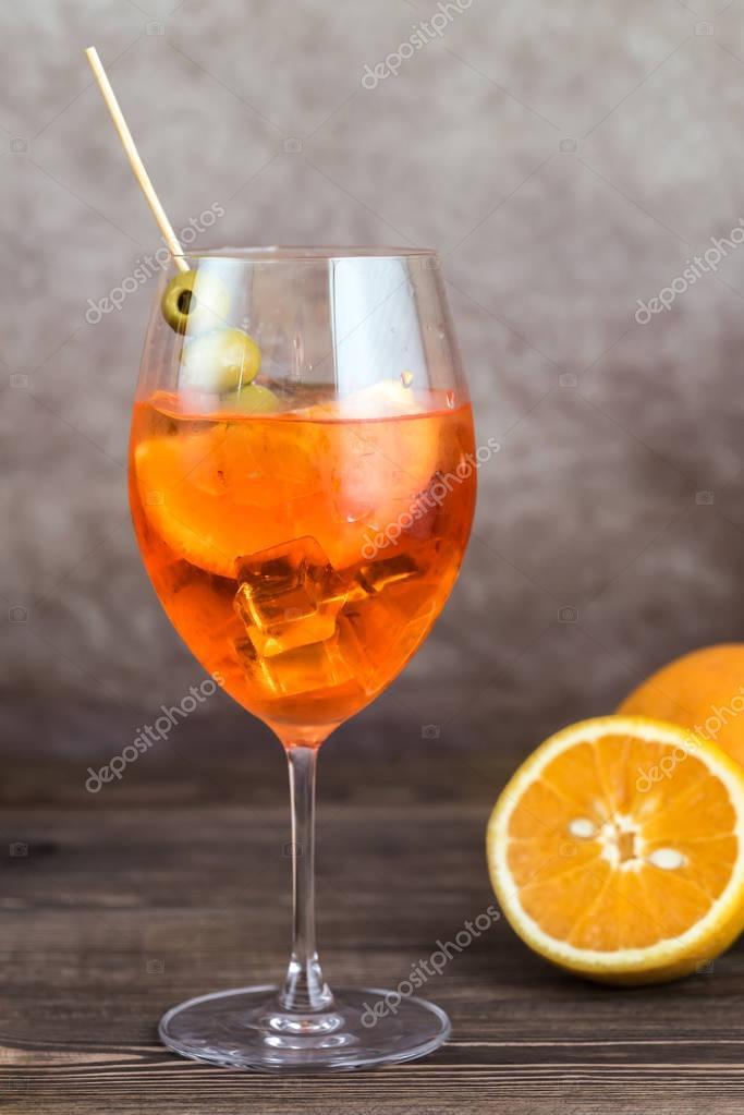 glas aperol spritz cocktail stockfoto alex9500 161682970. Black Bedroom Furniture Sets. Home Design Ideas