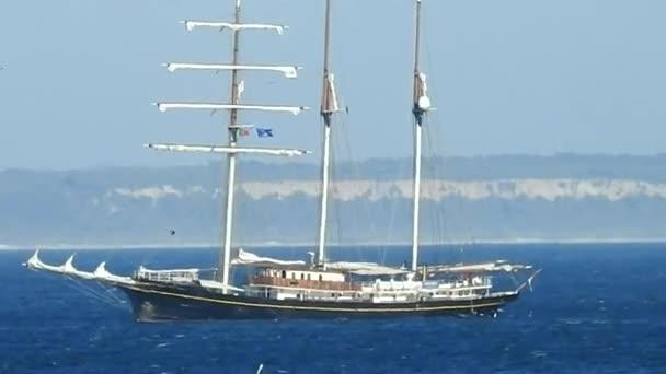 Loď a plachetnice