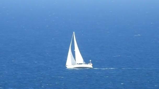 Plachtění, vodní sporty a jachting