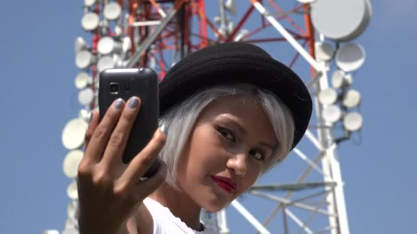 Žena s Selfie v základnové stanice