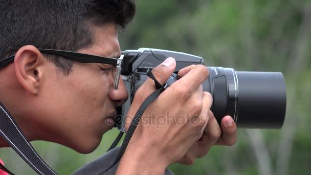 Dospívající chlapec s fotografie fotoaparát