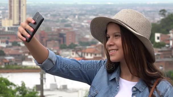 Dospívající dívka pořizování Selfies