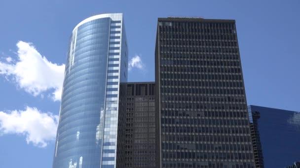 kancelářské budovy a mrakodrapy