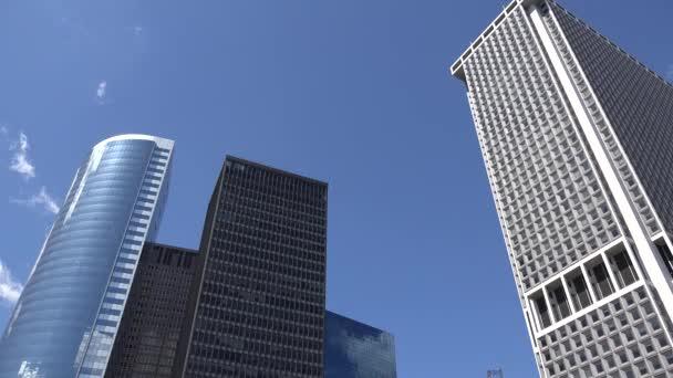 Mrakodrapy a kancelářské budovy
