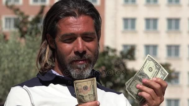 Osoba počítání peněz nás měna