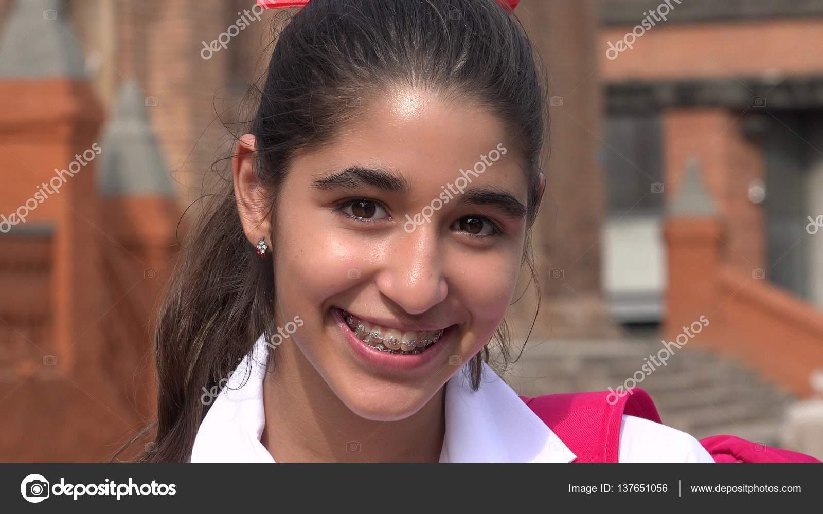 junge teen girls mit zahnspange selfie