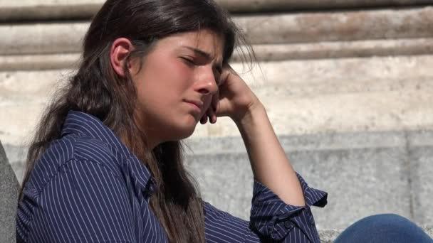 Nešťastný sám a unavená žena