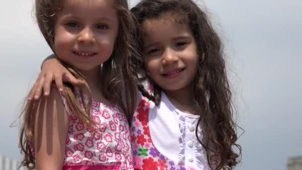 glückliche Mädchen Kinder Freunde