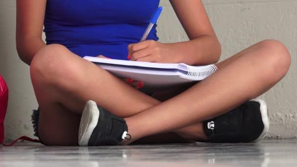 Hallgató írásban notebook