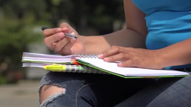 studentka studuje