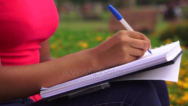 Női írás jegyzetfüzet