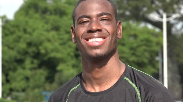 Lächelnde afrikanische Sportler