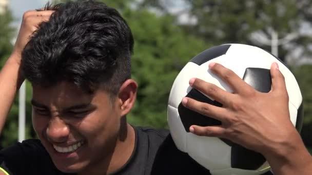 Gestresste sportliche Teenie-Fußballer