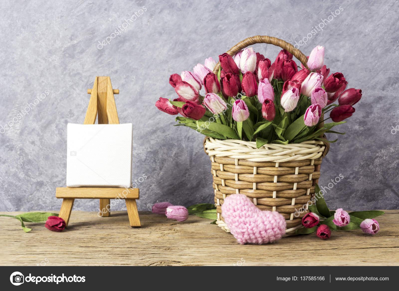 Lale çiçek Pembe Kalp Ve Sevgililer Günü Için Boyama Ve Düğün şövale
