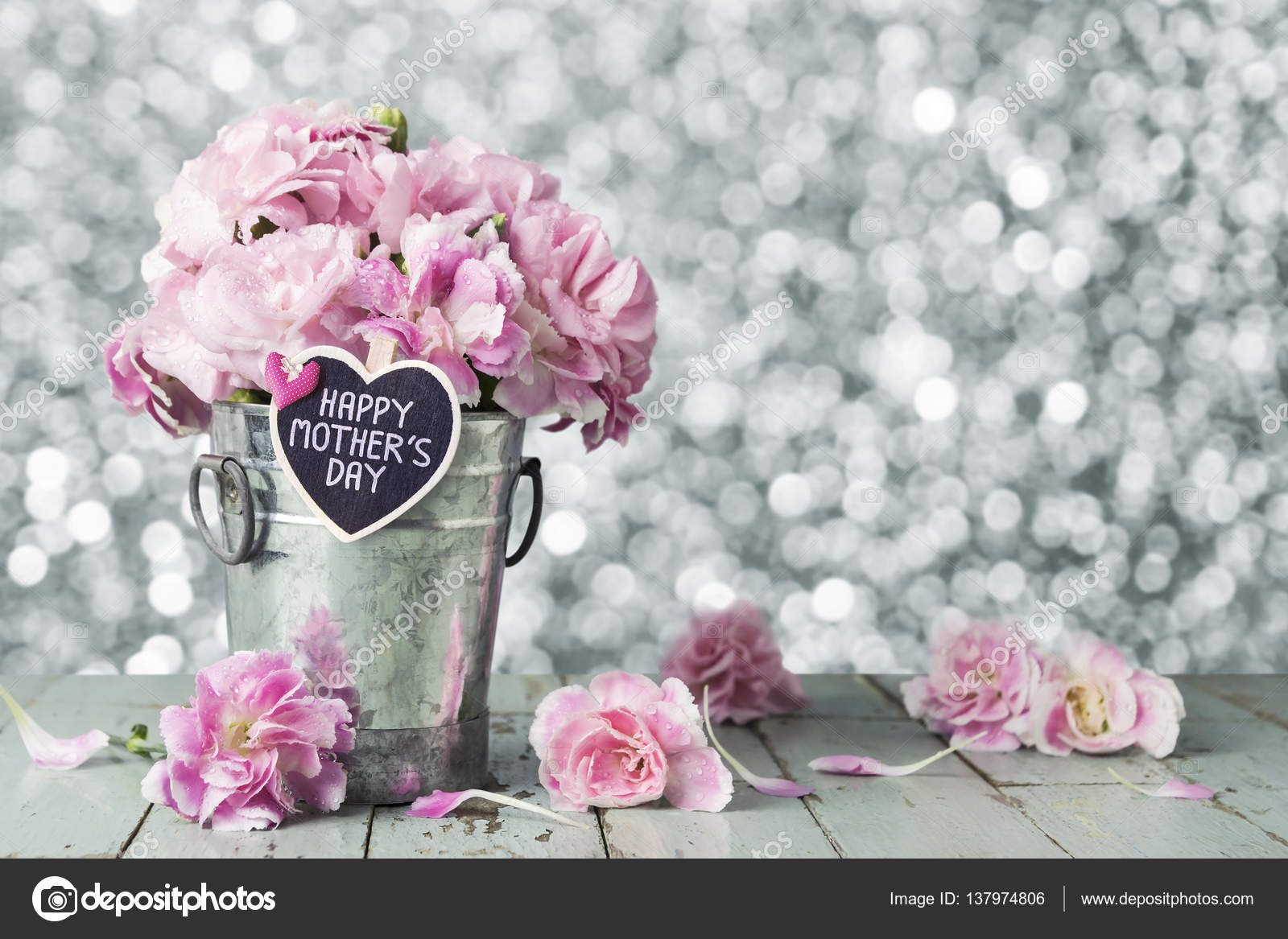 Happy mothers day letter on wood heart and pink carnation ...