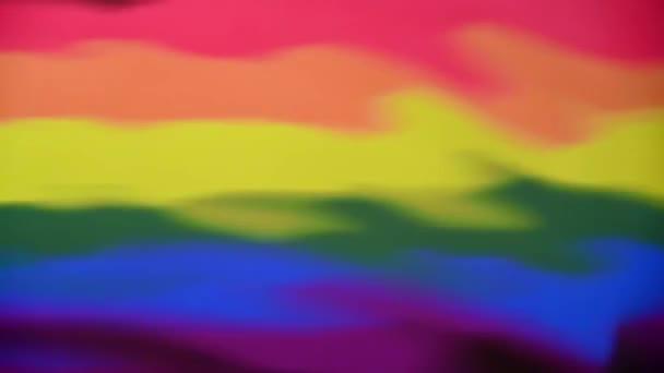 Gay Pride Vlajkový odraz s několika kapkami vody podél spodního okraje a výslednými vlnami. Abstraktní koncept pozadí