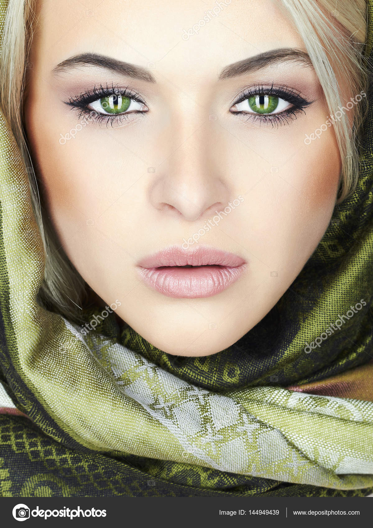 Beautiful woman with green eyes — Stock Photo ... - photo#44