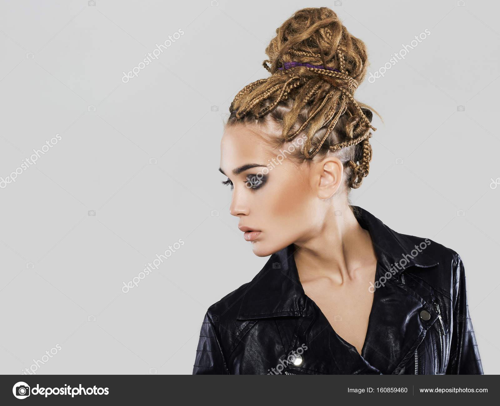 Junge Frau In Coho Jacket Braids Frisur Stockfoto C Eugenepartyzan