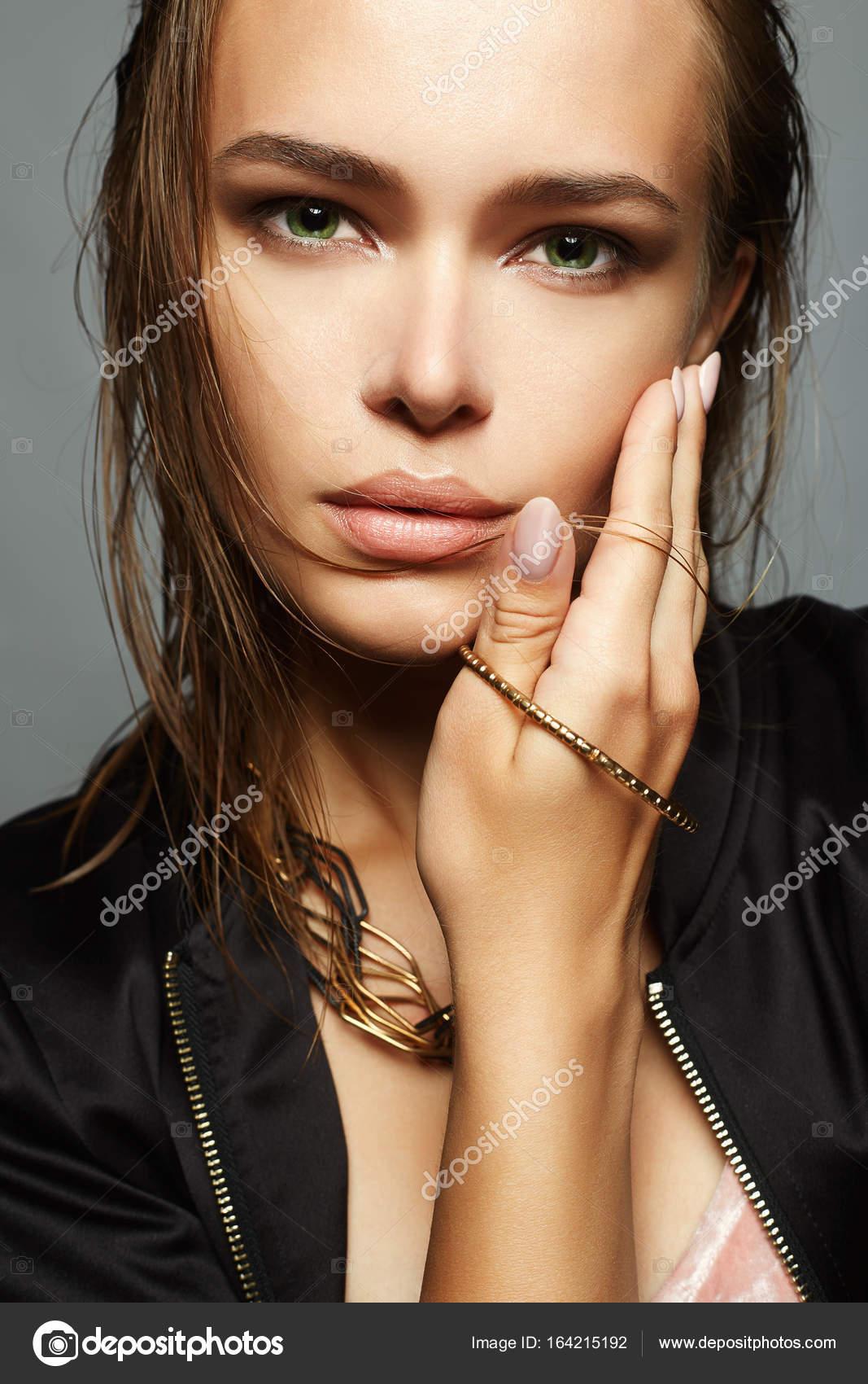 Очень красивые секси девочки мокрые