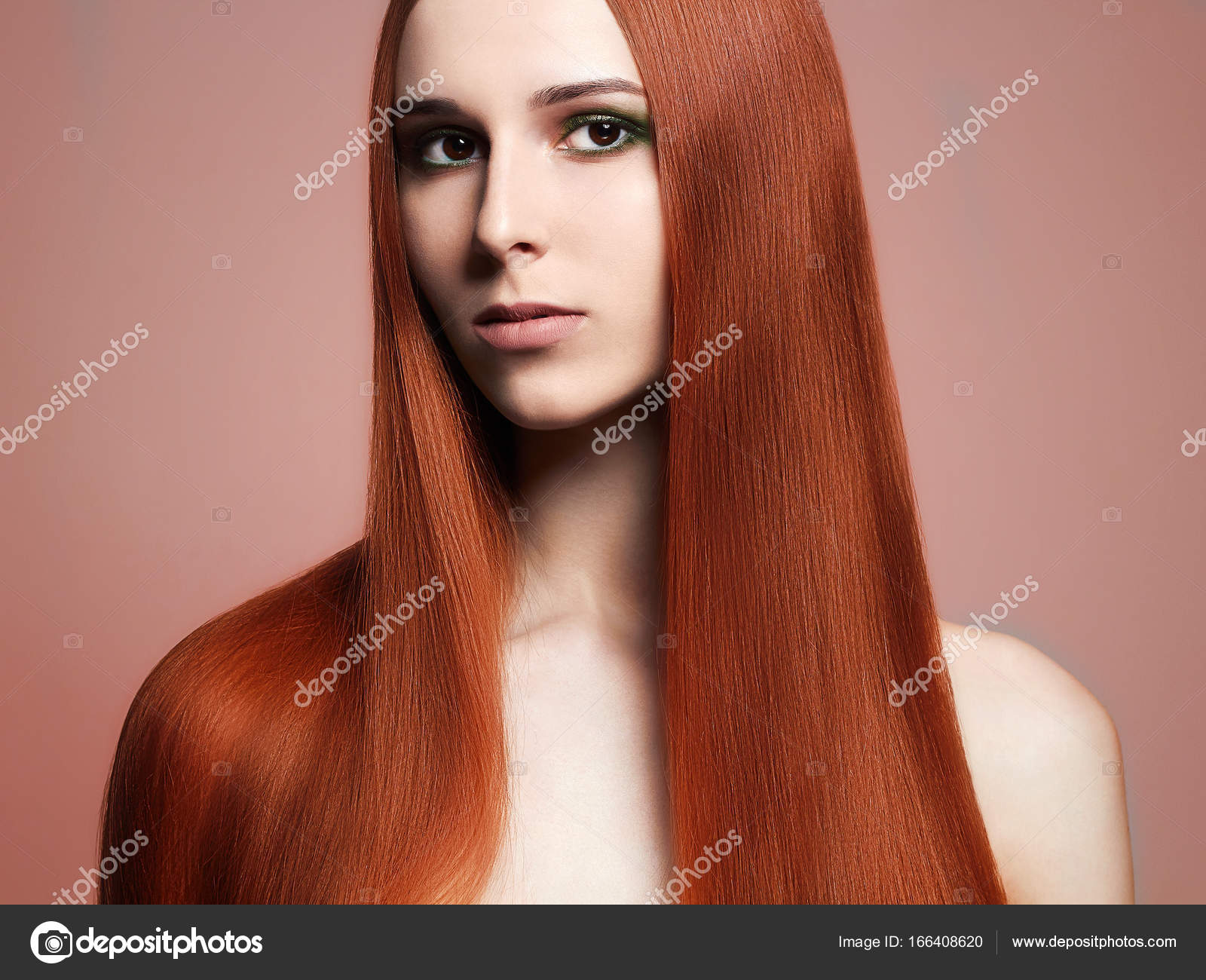 Lange Rote Haare Schöne Junge Frau Stockfoto