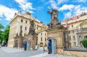 Praha, Česká republika, 13. května 2019: Čestná stráž hlídá v budce u vchodu na Pražský hrad