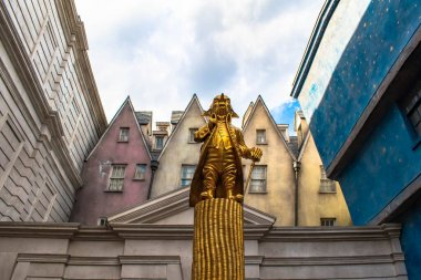 Orlando, Florida. March 02, 2020 . Statue of Gobling in The Wizarding World of Harry Potter Diagon Alley (1)