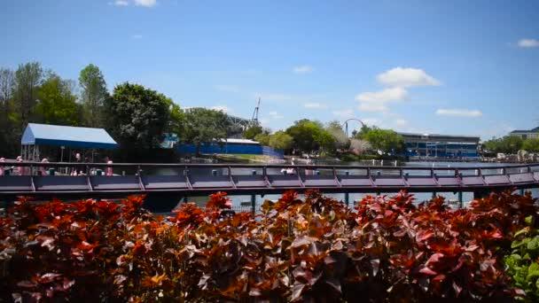 Orlando, Florida. 29. Februar 2020. Menschen, die Spaß haben: Achterbahn Mako auf der Seaworld 2.