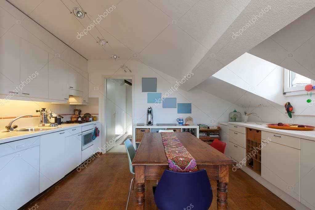 Keuken oude houten eettafel u2014 stockfoto © zveiger #130042274